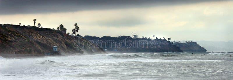 海滩的海岸线在卡尔斯巴德加利福尼亚附近 免版税图库摄影