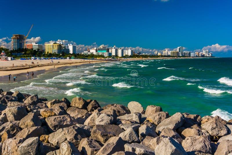 海滩的跳船和看法在迈阿密海滩,佛罗里达 免版税库存照片