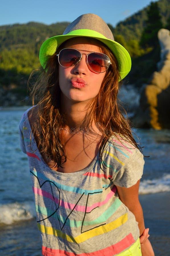 海滩的青春期前的女孩 图库摄影