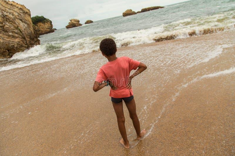 海滩的,比亚利兹,法国年轻男孩 库存图片