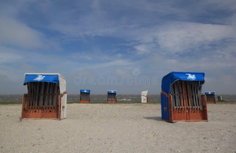 海滩睡椅倒空 免版税库存图片