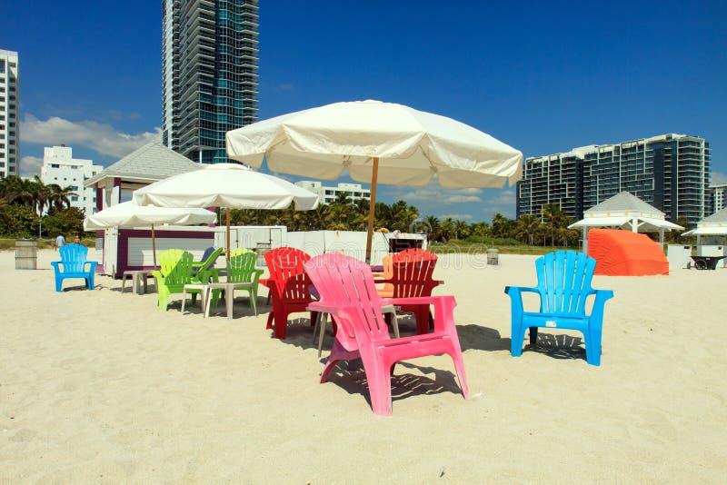 海滩睡椅浅深度的域非常 免版税图库摄影