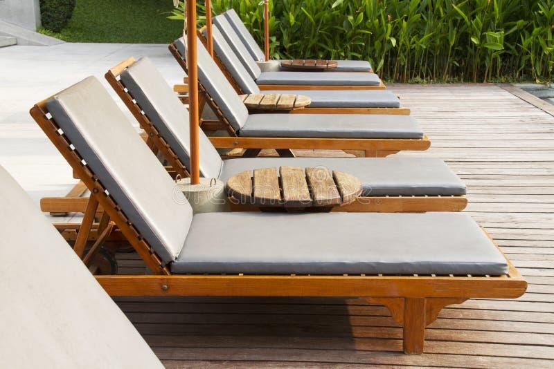 海滩睡椅 免版税库存图片