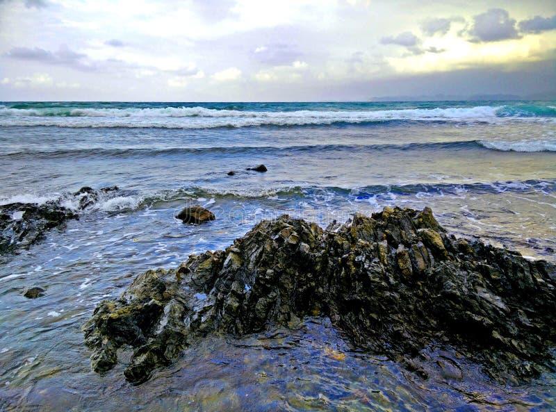 海滩美丽岩石 免版税库存图片