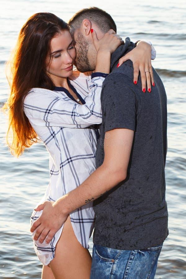 海滩美好的夫妇 图库摄影