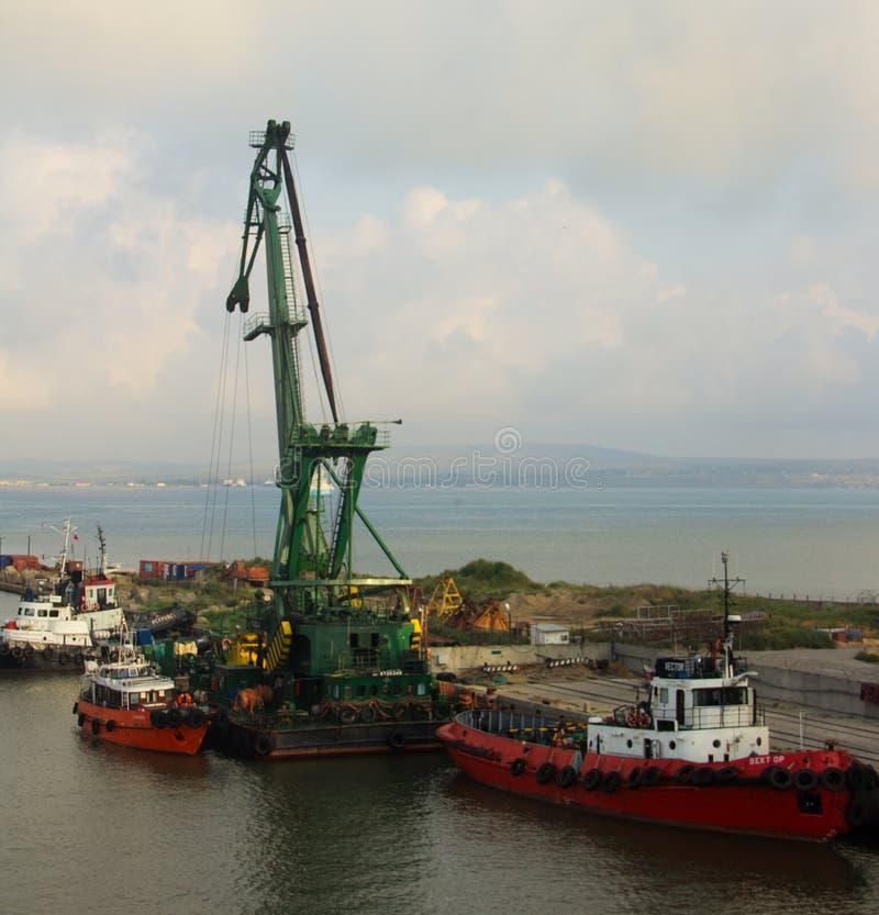 海洋装货起重机 库存照片
