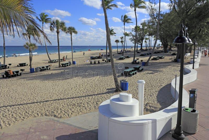 海滩野餐桌地区 库存图片