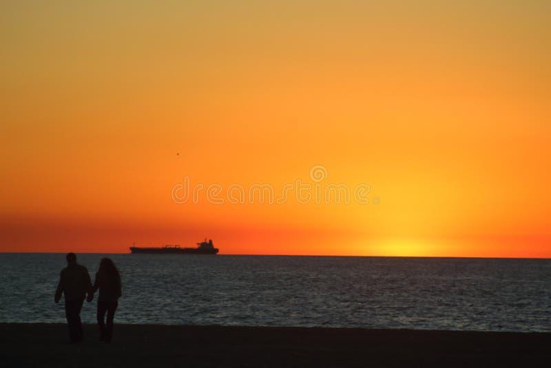 海滩金黄日落 库存图片