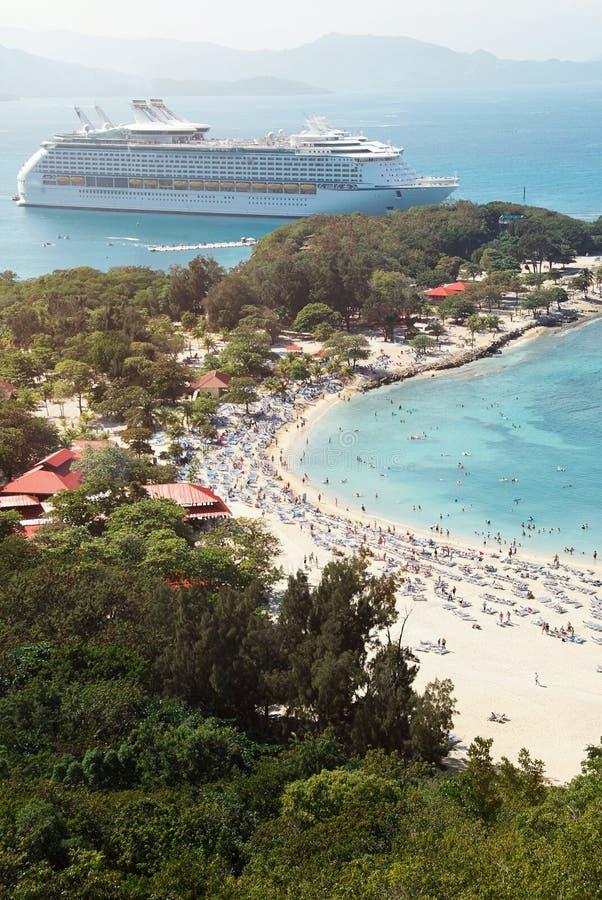 海滩鸟瞰图的人们 库存照片