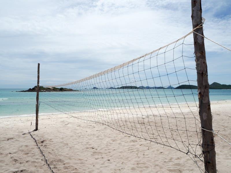 海滩齐射球法院在海岛 免版税库存照片