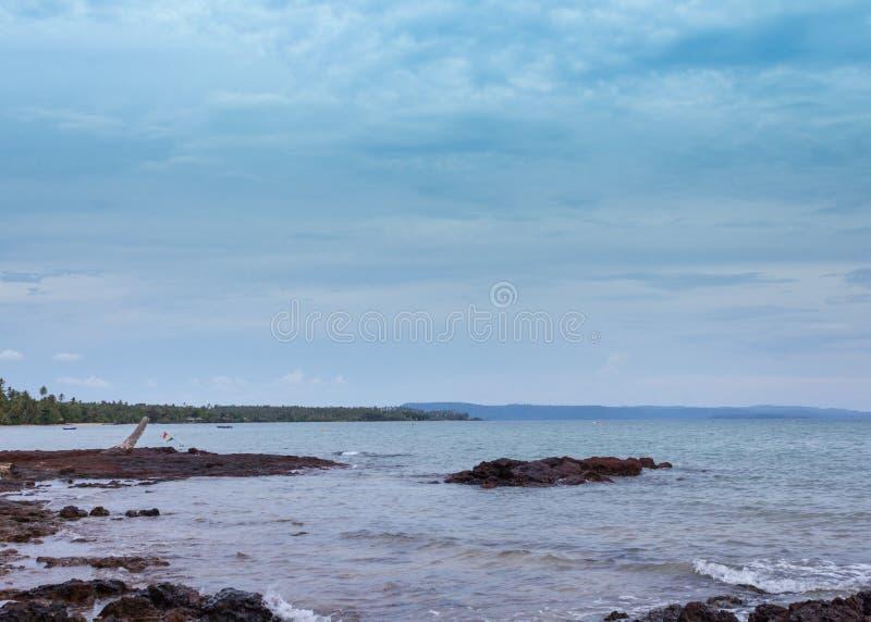 Download 海滩 库存照片. 图片 包括有 晒裂, 概念, 梦想, 横向, 异乎寻常, 夏天, 结算, 目的地, 海洋 - 72358812