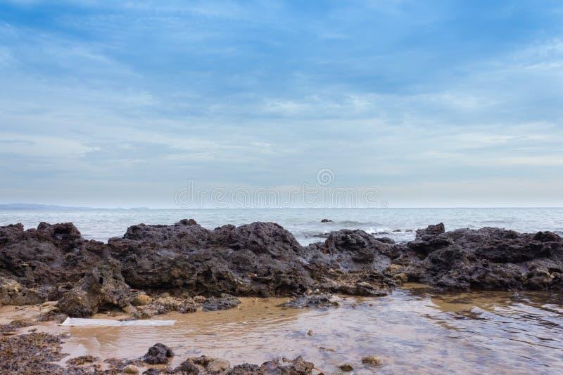 Download 海滩 库存图片. 图片 包括有 夏天, 平房, 梦想, 跳船, 生活方式, 手段, 异乎寻常, beautifuler - 72360295