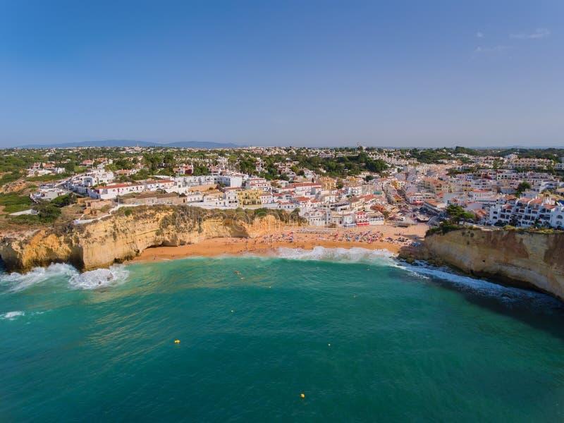 海滩Carvoeiro夏天从上面 免版税库存照片