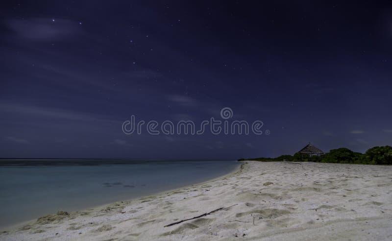 海滩Nightview在马尔代夫 免版税库存图片