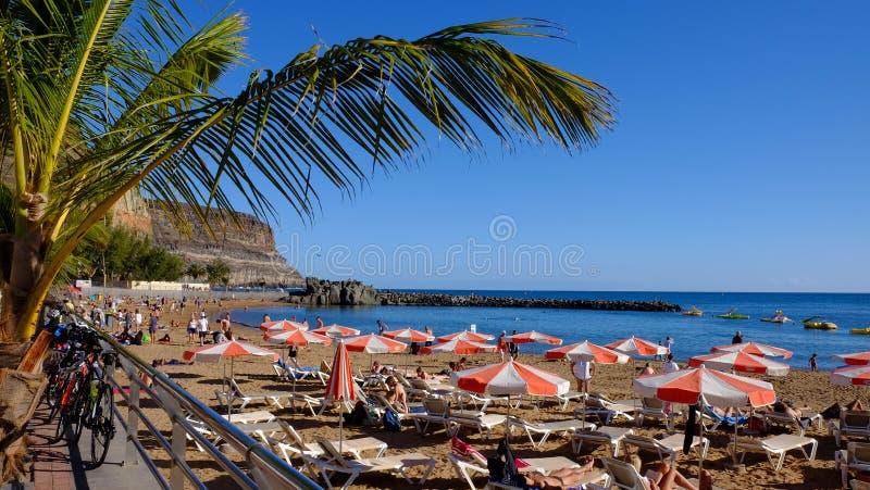 海滩Puerto de Mogan -大加那利岛,加那利群岛,西班牙-13 02 2017年 库存照片