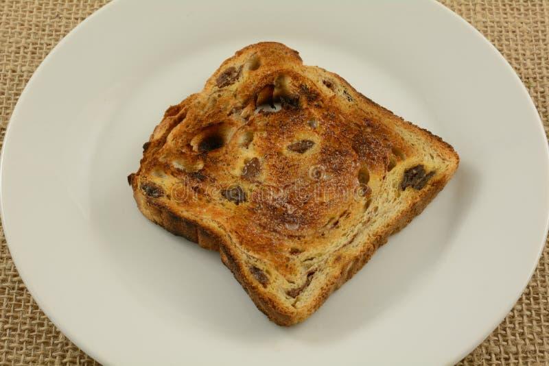 涂奶油的桂香葡萄干面包多士 库存照片