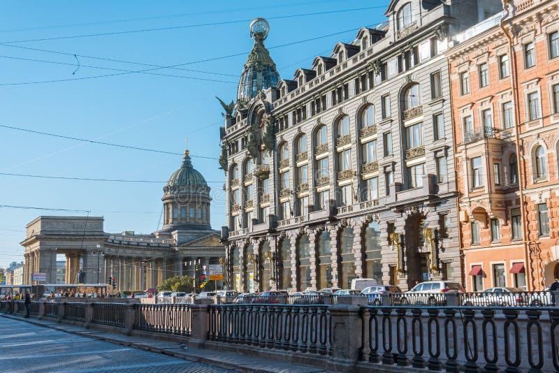 涅夫斯基大道,救主的大教堂血液的,在渠道Griboyedov旁边 俄罗斯,圣彼德堡,2018年10月11日 库存照片