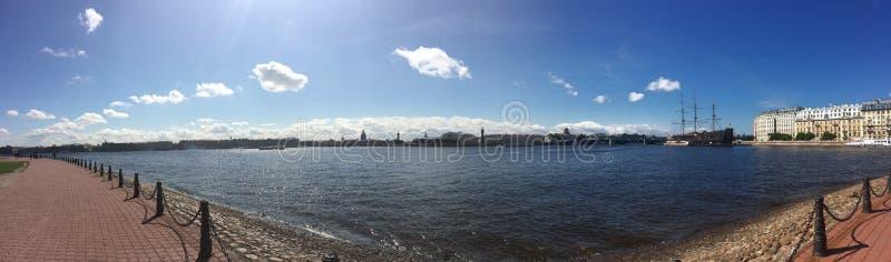涅瓦河的堤防,市圣彼德堡 库存图片