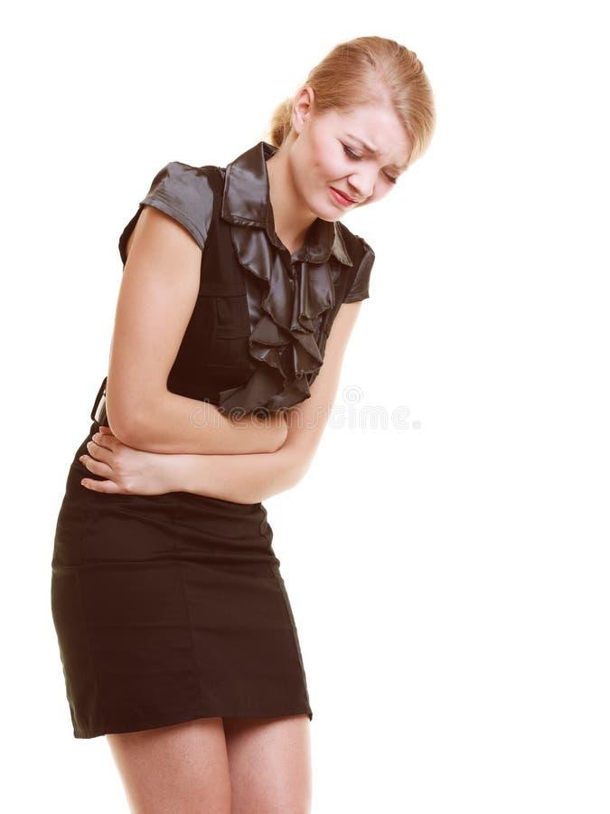 消化不良 遭受胃痛的妇女被隔绝 库存照片