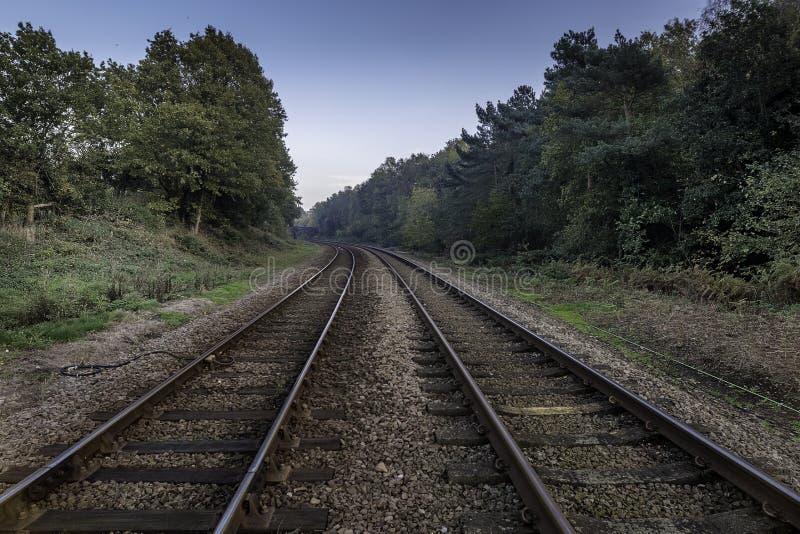 消失入天际的火车轨道 库存图片