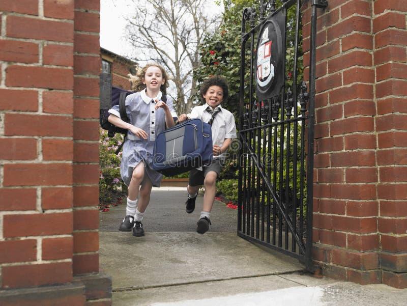 消失通过学校门的学生 免版税图库摄影