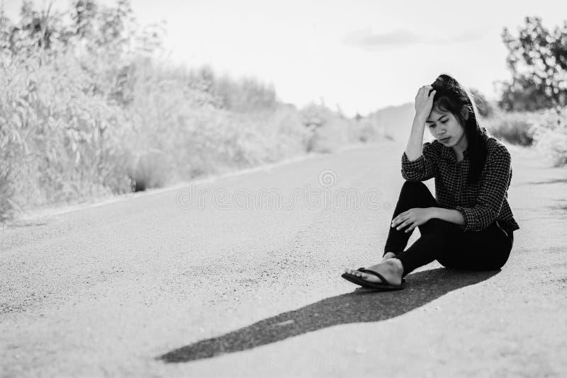 消沉和失望的si画象美丽的亚裔妇女 免版税图库摄影