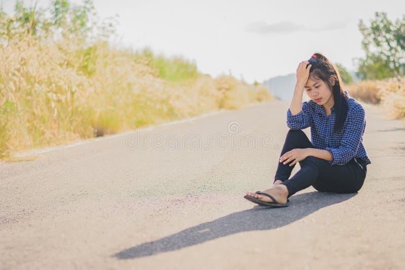 消沉和失望的si画象美丽的亚裔妇女 免版税库存图片