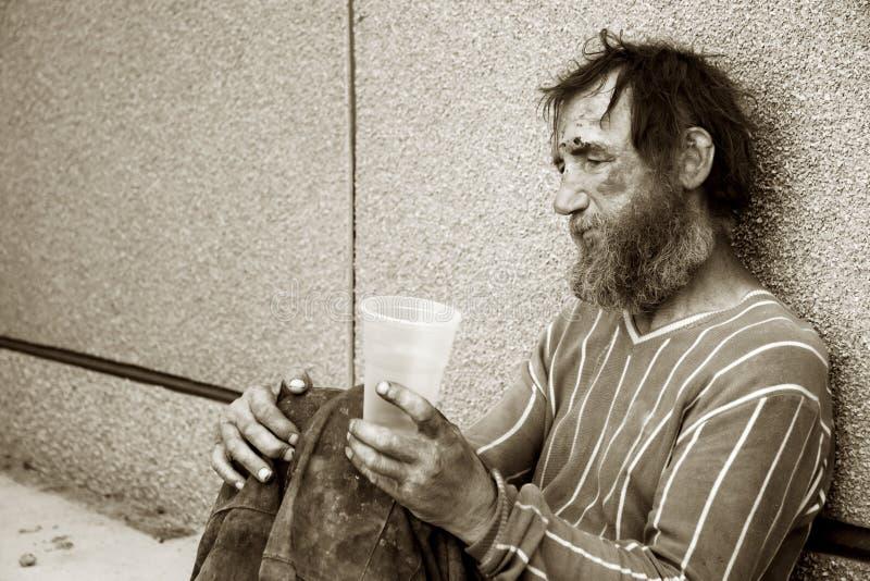 消沉无家可归者供以人员 免版税库存照片
