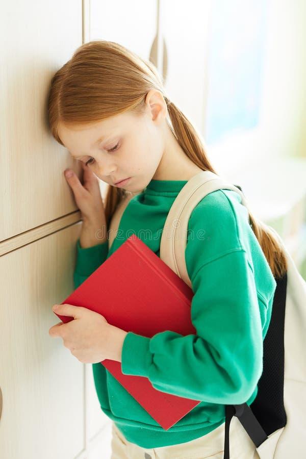 消沉的烦乱红头发人女小学生 图库摄影
