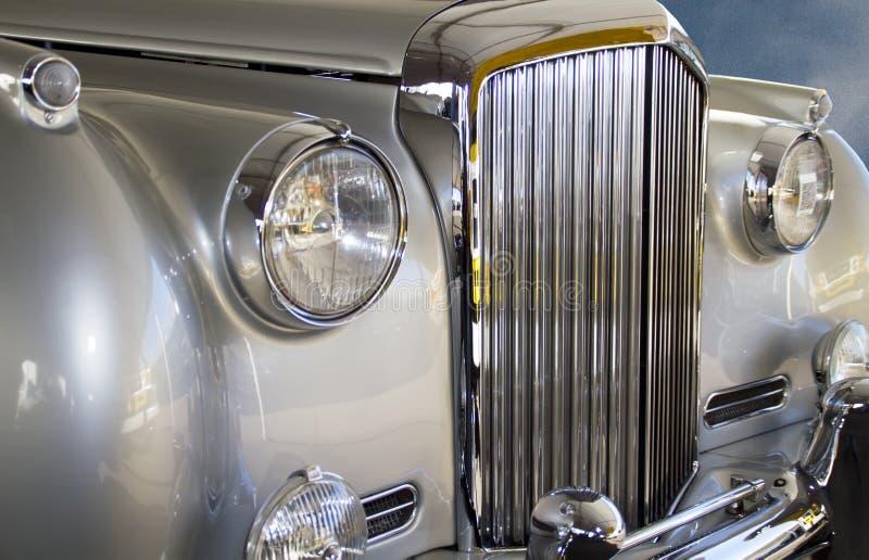 消耗大的欧洲银色豪华汽车 图库摄影