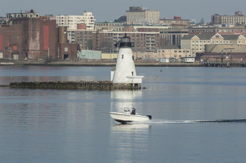 消遣在镇静水的快速汽艇巡航的过去灯塔 库存图片