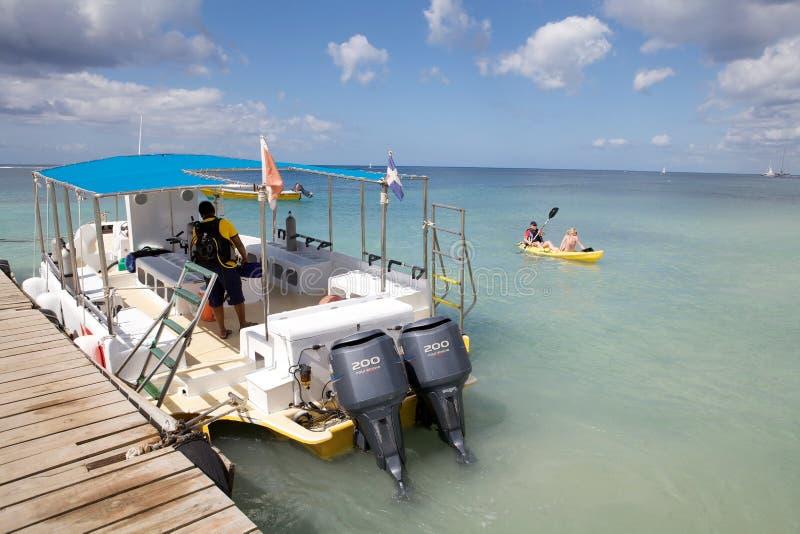 消遣小船的潜水 免版税库存图片