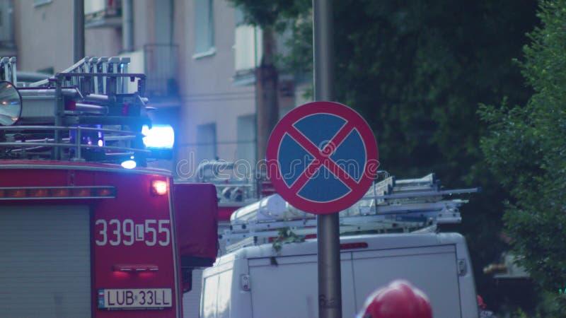 消防车到达抢救 免版税库存图片
