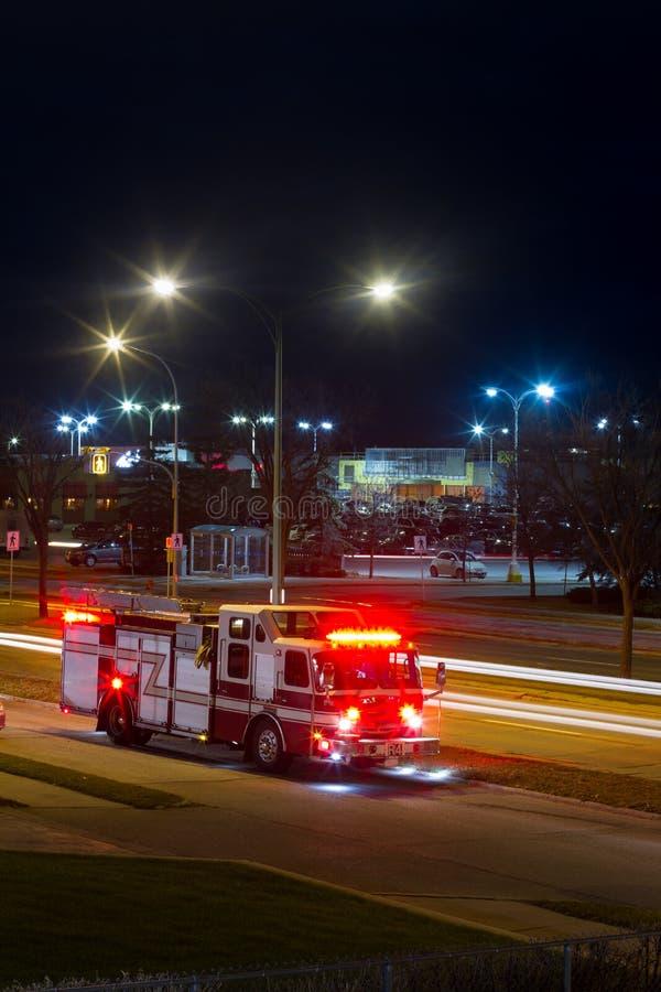 消防车在晚上 免版税库存照片