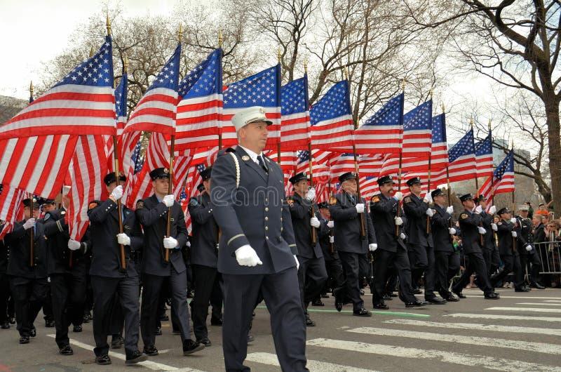 消防队员前进 免版税图库摄影