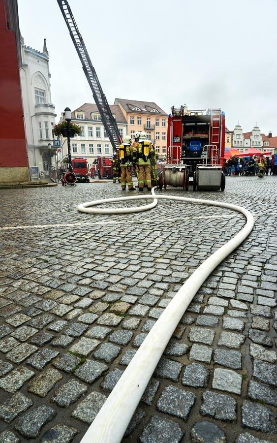 消防队员实践的抢救 免版税库存图片