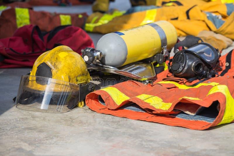 消防队员设备为操作做准备 免版税图库摄影