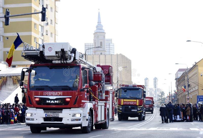 消防队员车一国庆节在札勒乌,罗马尼亚 免版税库存图片