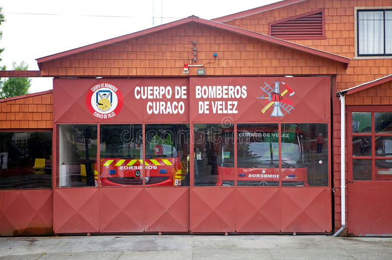 消防队在Curaco de Velez, Quinchao海岛,智利的` s驻地 库存照片