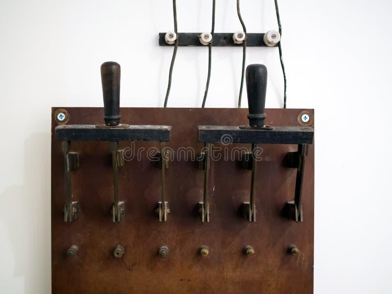 消费者的手工连接的大老电刀形开关 库存照片