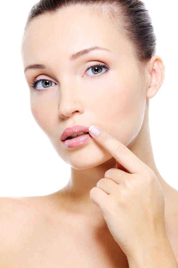涉及妇女年轻人的相当表面嘴唇 免版税库存图片