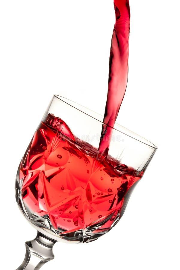 涌入玻璃的红葡萄酒 免版税库存图片