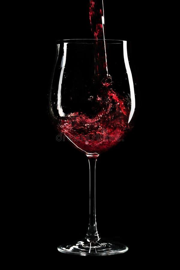Download 涌入玻璃的红葡萄酒 库存照片. 图片 包括有 饮料, 葡萄酒杯, 玻璃, 倾吐, 装填, 酒精, 飞溅, ,并且 - 30326404