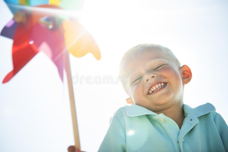 涡轮纸海滩无忧无虑的使用的风概念 免版税库存照片