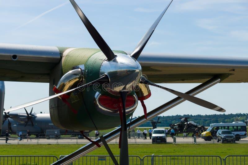 涡轮螺旋桨引擎普拉特・惠特尼加拿大公司PT6A-65B特写镜头军事运输航空器PZL M28B Bryza 免版税库存图片