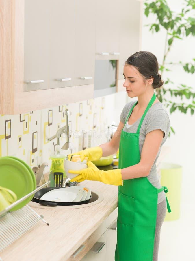 洗涤妇女的盘 免版税图库摄影