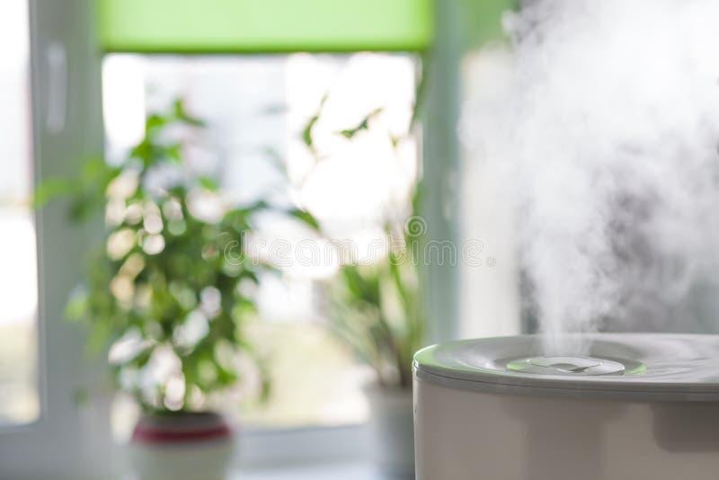 润湿器传播的蒸汽 免版税库存图片