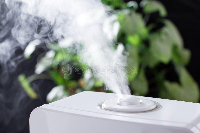 从润湿器的蒸气 电子 图库摄影