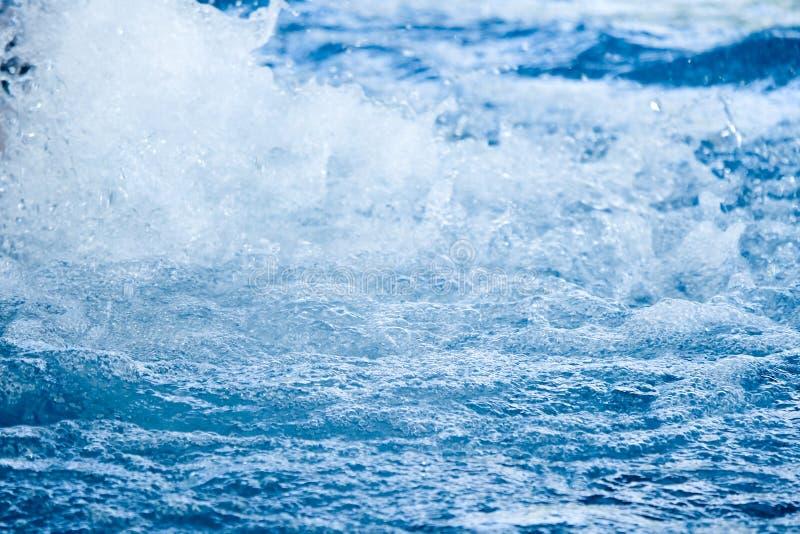 液体大海挥动泡影和波纹 库存图片