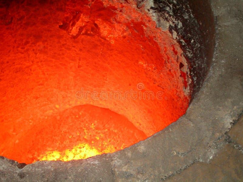 液体红色metall在铸造厂 免版税库存图片